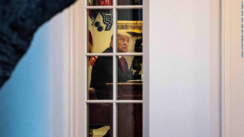 Ông Trump cố thủ ở Nhà Trắng, chuyện gì đang xảy ra?
