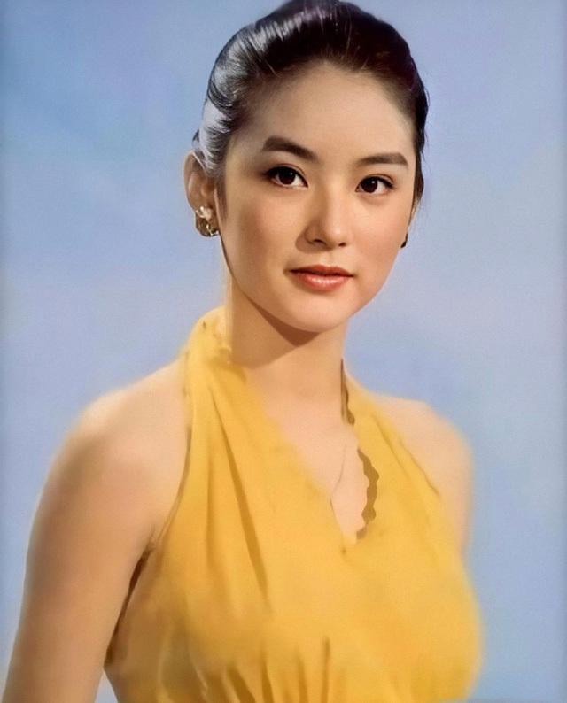 Vẻ đẹp thời xuân sắc của 'đệ nhất mỹ nhân Hong Kong' Lâm Thanh Hà khiến các đàn em phải chịu thua