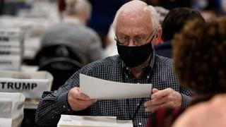Ông Trump trả 3 triệu USD để kiểm phiếu lại ở Wisconsin, Georgia phát hiện thêm phiếu chưa kiểm