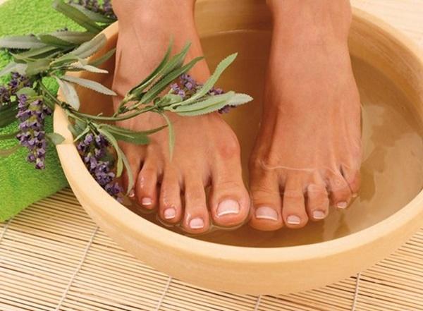 Dành 15 phút ngâm chân nước ấm mỗi ngày, cơ thể bạn sẽ thay đổi khó tin