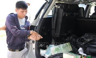 Bắt quả tang thanh niên đang vận chuyển 17 kg ma túy trên ô tô