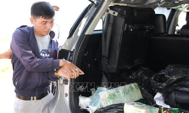 Bắt quả tang thanh niên lái ô tô vận chuyển 17 kg ma túy