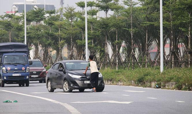 CSGT Hà Nội điều tra hành vi chặn xe xin tiền trên đường Cienco 5