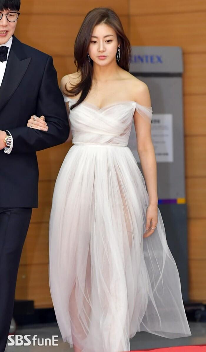 'Tình cũ Hyun Bin' Kang Sora tuyên bố mang thai, rộ nghi vẫn có bầu trước khi cưới?