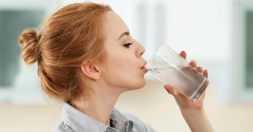 Công dụng tuyệt vời từ việc uống nước ấm mỗi ngày đối với sức khỏe
