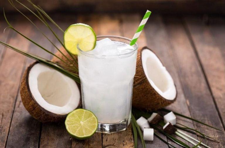 Uống nước dừa vào thời điểm này dễ khiến bạn bị đau bụng, trúng gió