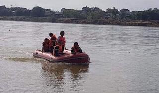 Ngã xuống sông Lam, người lái đò mất tích