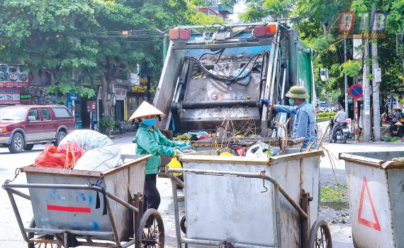 Hà Nội xử lý 118 trường hợp xe chở rác vi phạm