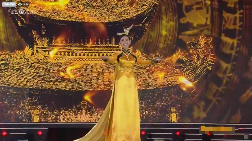 Hoàng Thùy Linh lộng lẫy trên sân khấu Hoa hậu Việt Nam 2020 nhưng gây thất vọng về giọng hát