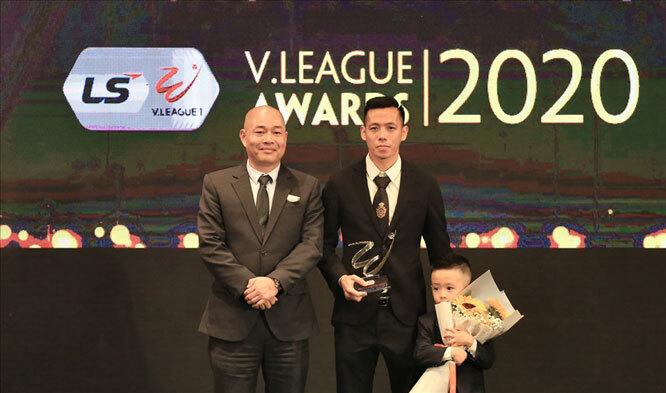 Văn Quyết giành giải thưởng cầu thủ xuất sắc nhất V.League 2020