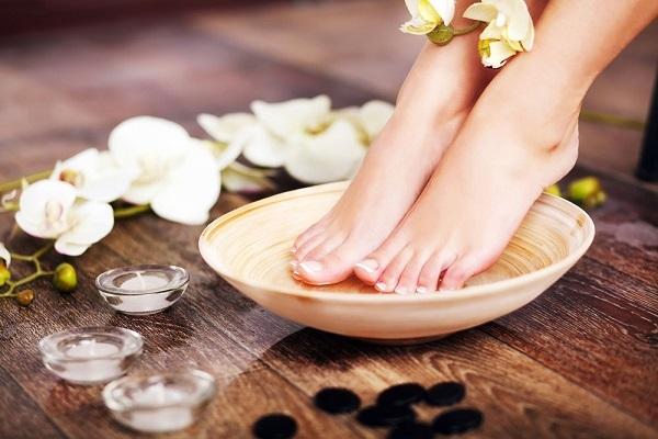 Cách trị nứt gót chân khi thời tiết hanh khô
