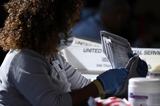 Ông Trump có thể yêu cầu bang Georgia kiểm phiếu lần 3 vì thua sít sao