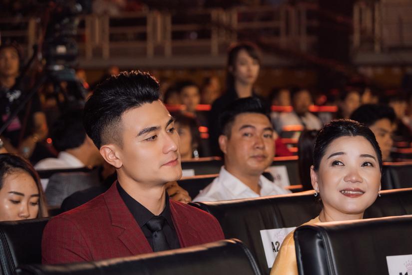 Nam thần Vĩnh Thụy xuất hiện lịch lãm tại chung kết Hoa hậu Việt Nam