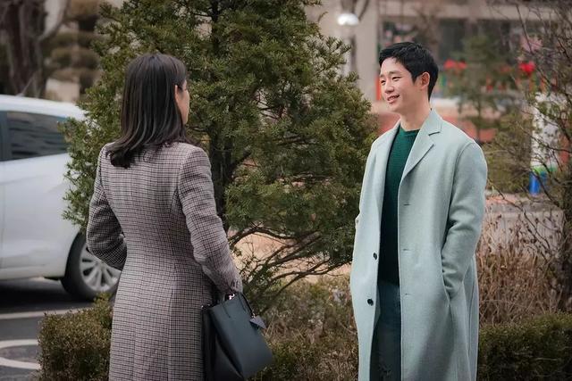 Tái hôn liền đến mời vợ cũ để khoe khoang hạnh phúc, ai ngờ câu trả lời của mẹ cô ấy khiến anh ta hồn bay phách lạc
