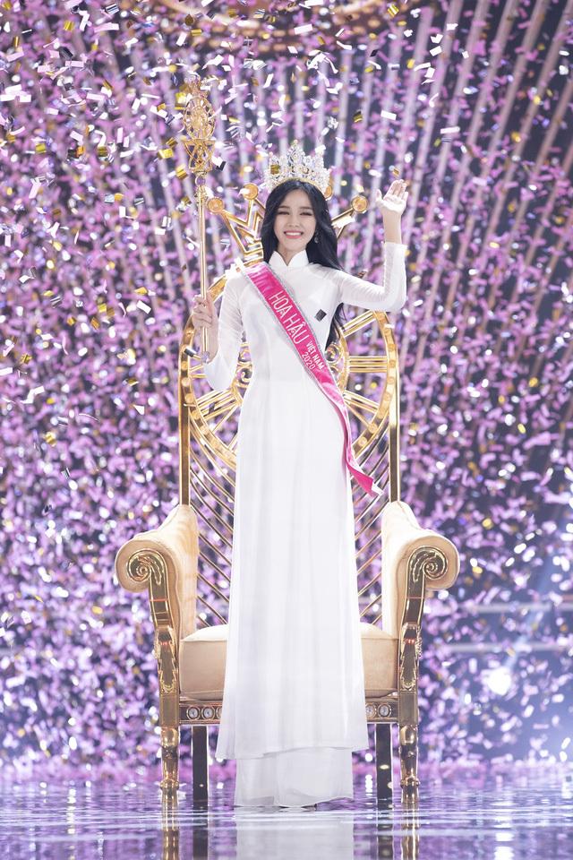 Phần thi ứng xử của Tân Hoa hậu Đỗ Thị Hà được cho là chưa thuyết phục