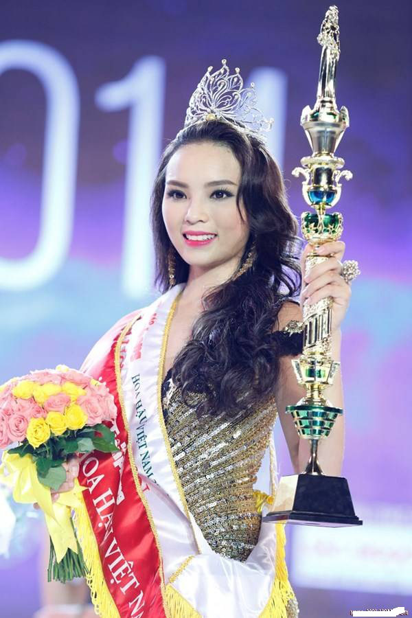 Soi biểu tượng quyền lực của Hoa hậu Việt Nam trong Thập kỷ hương sắc