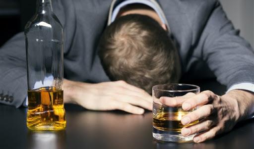 WHO cảnh báo không nên uống rượu để giết virus gây dịch Covid-19