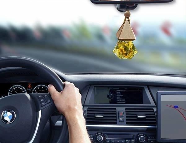 Dùng tinh dầu trên ô tô giúp tinh thần sảng khoái nhưng cần lưu ý điều này