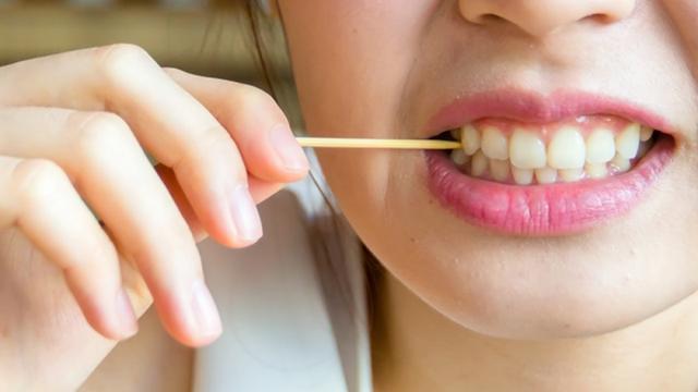 7 thói quen hủy hoại hàm răng mà nhiều người vẫn vô tư làm hằng ngày