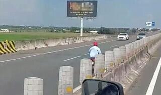 Truy tìm người đàn ông điều khiển xe máy ngược chiều trên cao tốc