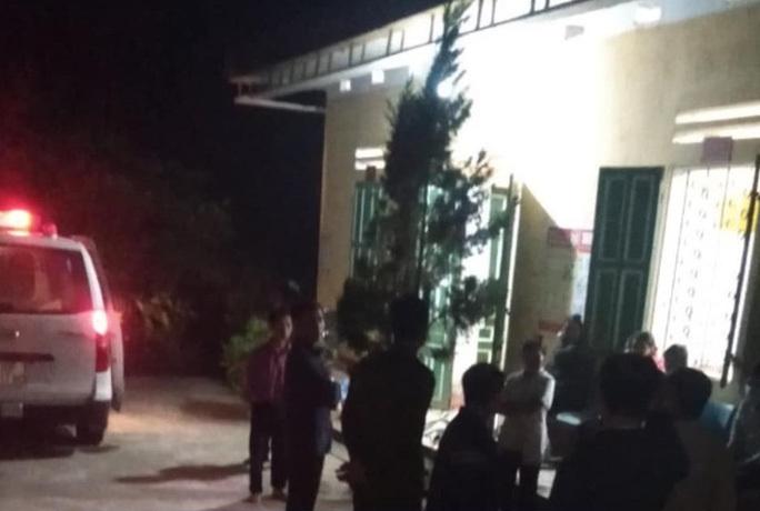 Hai mẹ con cô giáo tử vong tại nhà công vụ trường học