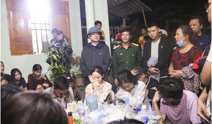 27 học sinh lớp 12 mắc kẹt trên núi khi đi dã ngoại