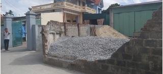 Bức tường đổ sập đè học sinh lớp 6 tử vong