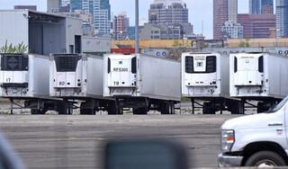 Mỹ: Gần 700 thi thể Covid-19 chất trong xe đông lạnh nửa năm