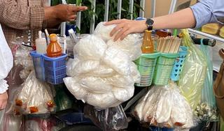 Ăn bánh tráng trộn hàng rong, 6 người ở Đà Nẵng nhập viện cấp cứu