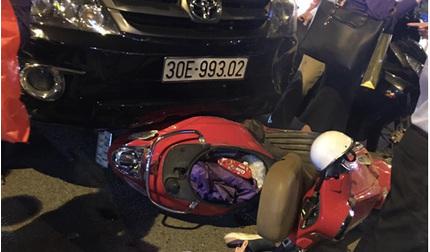 Fortuner tông liên hoàn hàng loạt ô tô, xe máy ở Hà Nội