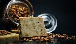 Rao bán bánh xà phòng đắt nhất thế giới làm từ bột vàng và kim cương