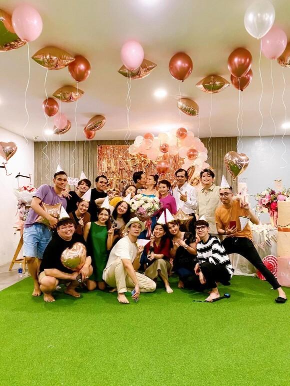 Đúng sinh nhật, Hà Hồ khoe ảnh gia đình 5 thành viên đầy hạnh phúc