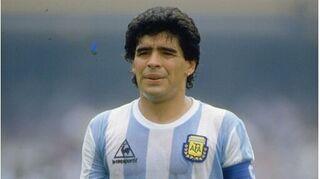Sự nghiệp lẫy lừng của thiên tài bóng đá thế giới Maradona
