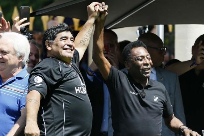 Pele tiếc thương Maradona hẹn chơi bóng cùng nhau ở thiên đường