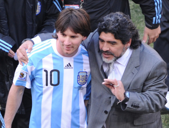 Pele tiếc thương Maradona hẹn chơi bóng cùng nhau ở thiên đường.1