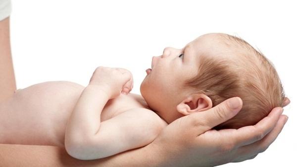 8 điều tuyệt đối không được làm với trẻ sơ sinh