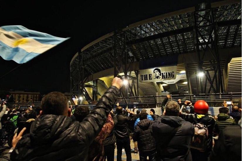 Napoli đổi tên sân theo tên của Maradona để tưởng nhớ ông