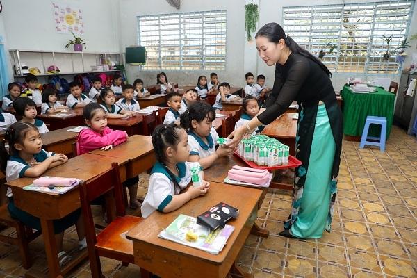 Niềm vui của thầy và trò tỉnh Vĩnh Long với ngày hội sữa học đường