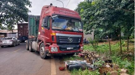 Tin tức tai nạn giao thông ngày 26/11: Xe container gây tai nạn liên hoàn, 3 người thương nặng