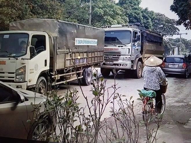 Hai tài xế xe tải rượt đuổi nhau kinh hoàng trên quốc lộ