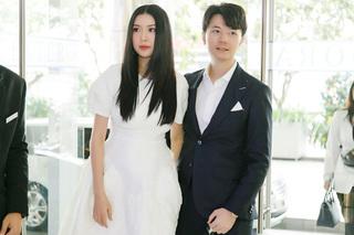 Á hậu Thuý Vân được chồng hộ tống đi dự sự kiện, nhan sắc mẹ bỉm gây chú ý