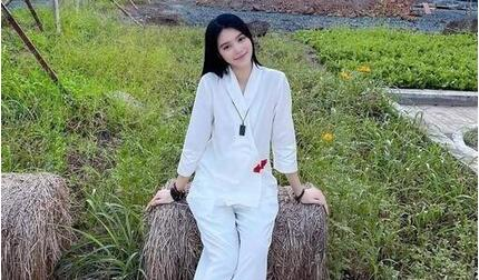 Sau lùm xùm đời tư, Jolie Nguyễn chuyển sang ăn chay niệm Phật