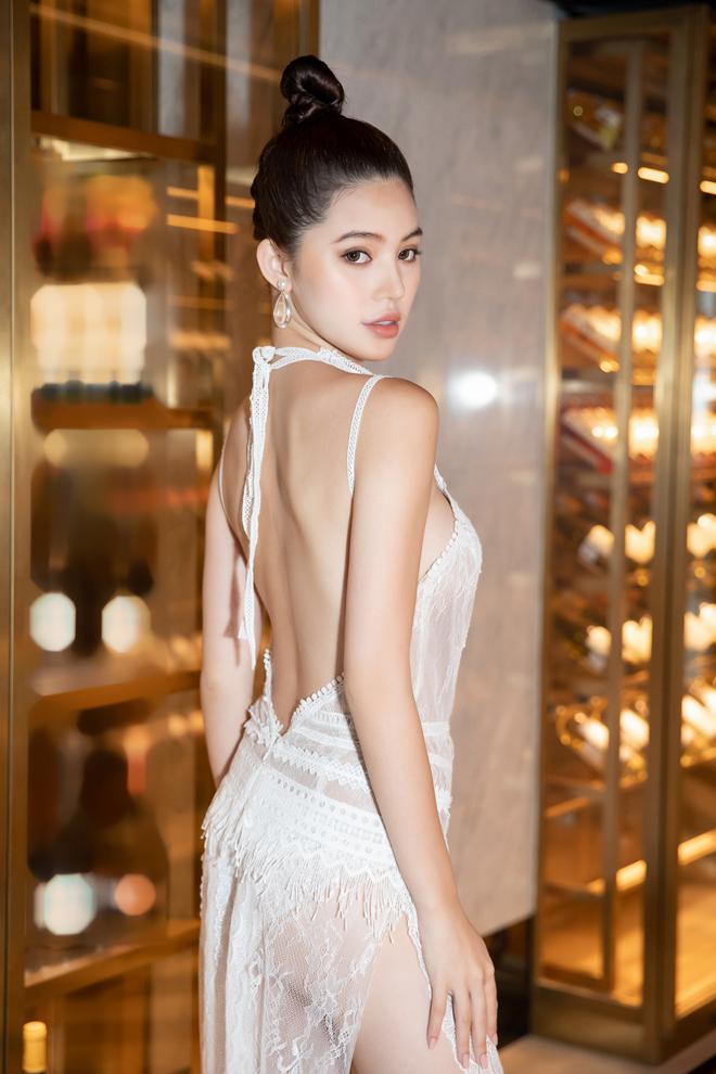 Sau lùm xùm chấn động showbiz, Jolie Nguyễn chuyển sang ăn chay niệm Phật