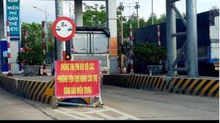 Từ 1/12 dừng miễn phí BOT cho các xe chở hàng cứu trợ miền Trung