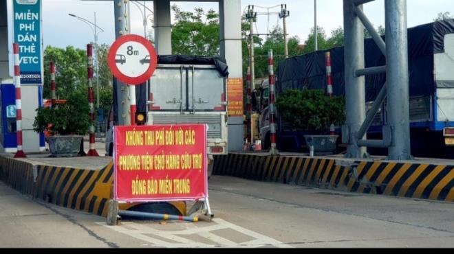 Dừng miễn phí BOT cho các xe chở hàng cứu trợ miền Trung