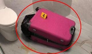 Mở chiếc vali bỏ lại ở nhà vệ sinh, phát hiện thi thể người