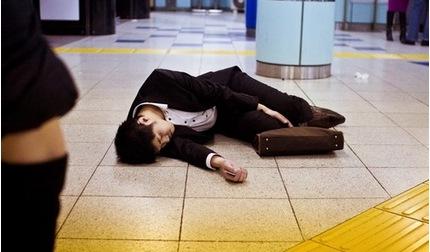 Nhật Bản: Hơn 700 nam giới tự sát chỉ trong một tháng, chuyện gì đang xảy ra?