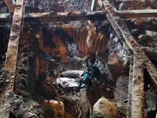 Khoanh vùng bảo vệ nơi phát hiện quả bom lớn trên phố Cửa Bắc