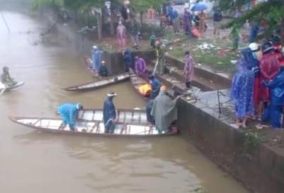 Thấy thi thể thanh niên lao cả người lẫn xe xuống sông