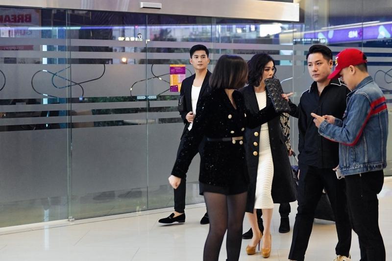 Đoàn Văn Hậu tới cổ vũ 'người tình tin đồn' Doãn Hà My tại show thời trang